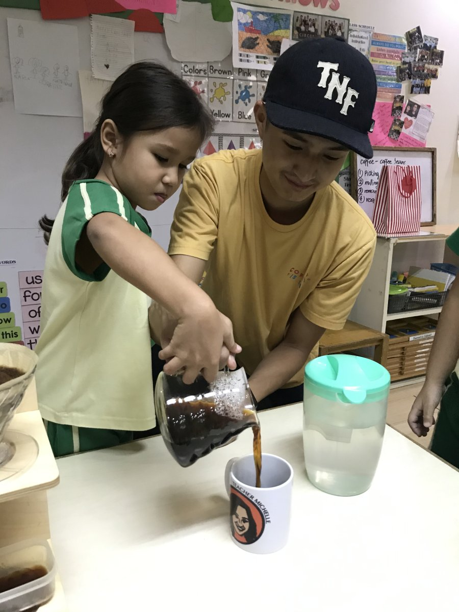 Kinder kids learn about coffee 01