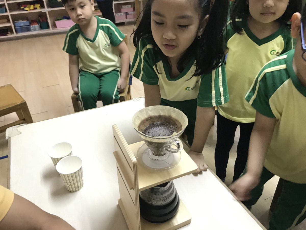 Kinder kids learn about coffee 05