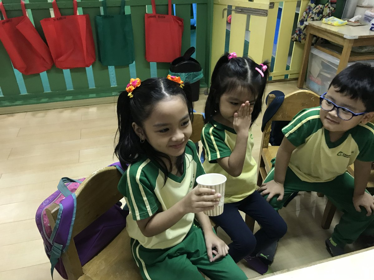 Kinder kids learn about coffee 06
